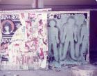 Primer siluetazo, tres siluetas sobre muro urbano.