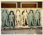 Primer Siluetazo, grupo de seis siluetas sobre muro urbano.