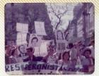Marcha con estandartes con fotografías de desaparecidos