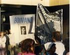 Pancarta en que aparece fotografía de un desaparecido