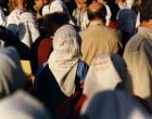 Madres de Plaza de Mayo con el nombre de los desaparecidos en sus pañuelos