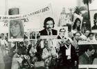 Marcha con Pancartas. Fotos en grande de los desaparecidos